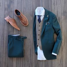 Man Style Simple Fashion Looks Gents Fashion, Men Fashion Show, Mens Fashion Suits, Mens Suits, Winter Dressing For Men, Stylish Men, Men Casual, Made To Measure Suits, Fashion Network