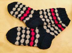 Par nr 1/2019 stickades i Marimekkostil.  Vad näst? 😃  #räsymatto #marimekkoräsymatto #marisukat #villasukat #woolsocks #yllesockor… Marimekko, Villa, Socks, Fashion, Projects, Moda, Fashion Styles, Sock, Stockings