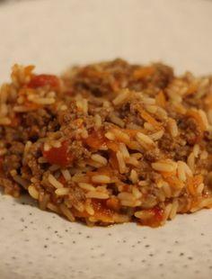 Risret med hakket oksekød Snack Recipes, Snacks, Fried Rice, Dinner Plates, I Foods, Ketogenic Diet, Bacon, Food Porn, Good Food