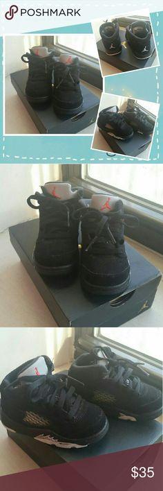 BOY'S JORDAN 5 RETRO BT BLACK SNEAKERS JORDAN 5 RETRO BT BLACK SNEAKERS  SIZE 5C Very Good Condition, worn a few times Box included   PET / SMOKE FREE HOME Jordan Shoes Sneakers