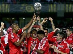 :.: Águias aumentam vantagem para o FC Porto no total de troféus - Benfica - Jornal Record :.: