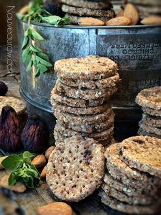 Dried Fig, Almond and Oregano Coastal Cracker (raw, vegan)Nouveau Raw