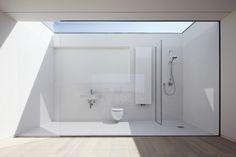 Baño al fondo de la habitación 5