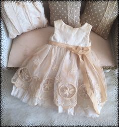 https://www.etsy.com/fr/listing/292225975/blythe-robe-dress?ref=related-1