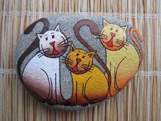 malovaný kámen - trojkočka ručně malovaný kámen akrylátovými barvami, zafixováno lakem ve spreji, průměrná velikost 9-9,5cm