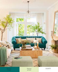 Tríos de colores que transforman tu salón Turquoise Sofa, Living Room Turquoise, Living Room Decor Inspiration, Decoration Inspiration, Cozy Living Rooms, Living Room Sofa, Green Home Decor, Sofa Colors, Cuisines Design