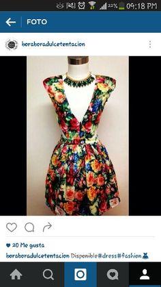 El escote de este vestido, esta de infarto...