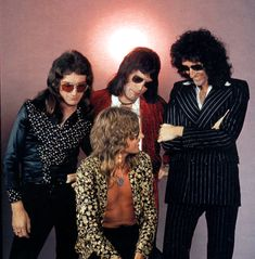 British rock band Queen: Roger Taylor, Brian May, John Deacon and Freddie Mercury. Die Queen, I Am A Queen, Save The Queen, Queen Ii, Brian May, John Deacon, Queen Pictures, Queen Photos, Queen Freddie Mercury
