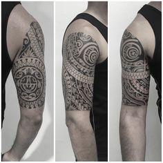 Meia manga e parte interna feita em 4 sessões. #maoritattoo #maori #polynesian…