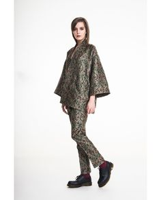 Ensemble in jacquard with flowers Make Me Up, How To Make, How To Wear, Put On, Kimono Top, Flowers, Clothes, Tops, Women