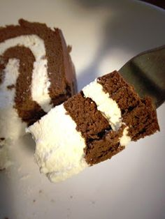 Hot Moms Cook- Atkins CAKE!  Gluten Free, no artificial sweeteners, 6 grams net carbs/slice, tastes like chocolate ice cream.  DROOOOL! Low Carb Paleo, Low Carb Diet, Low Carb Recipes, Gluten Free Recipes, Gluten Free Sweets, Gluten Free Cakes, Gluten Free Baking, Atkins Desserts, Low Carb Deserts