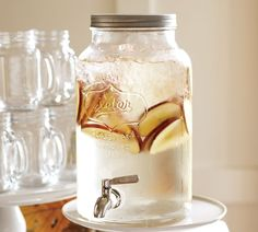 Discover classic country charm with this Mason jar-inspired drink dispenser and matching mugs. Casual and durable, this molded glass set is the perfect for entertaining -- outdoors or in.