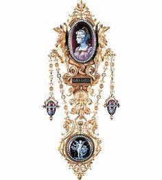 Châtelaine Bianca Capello, vers 1878 Alphonse FOUQUET, Paul GRANDHOMME, Charles BÉRANGER Or, diamants taille rose, émail peint © Les Arts Decoratifs