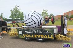 wonder how we could make that fit a theme? Homecoming Floats, Homecoming Parade, Homecoming Week, Homecoming Ideas, Volleyball Signs, Volleyball Training, Coaching Volleyball, Kids Parade Floats, Football Cheer