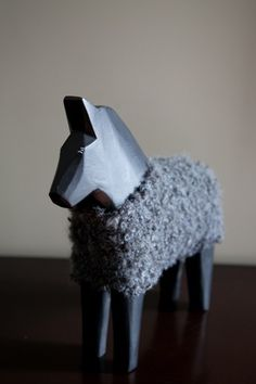 A horse in sheep's clothing Scandinavian Folk Art, Scandinavian Countries, Scandinavian Interior, Swedish Design, Nordic Design, Swedish Christmas, Wooden Horse, Nordic Home, Toy Craft