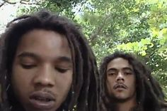 VERY Young men. I wonder what they are doing. Let's just wonder. Stephen Marley, Damian Marley, Bob Marley Mellow Mood, Marley Brothers, Bob Marley Pictures, Marley Family, Reggae Artists, Robert Nesta, Nesta Marley