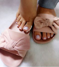 Trendy Sandals, Cute Sandals, Cute Shoes, Me Too Shoes, Shoes Sandals, Cute Slippers, Feet Soles, Pretty Toes, Female Feet