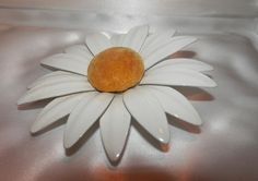 """WHITE DAISY Very Large VTG Painted Metal FLOWER 4 1/4"""" #Unmarked"""