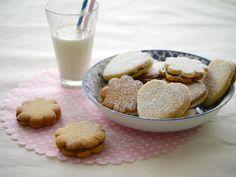 עוגיות סנדביץ ריבת חלב ושוקולד