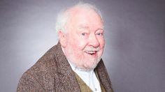 Freddie Jones, in a TV soap, long after he was Sir in The Dresser, by Ronald Harwood. Unforgettable performance in premier run at Royal Exchange, Manchester. Sandy Thomas, Emmerdale Actors, Soap Stars, Tv Soap, Childhood Memories, Top Man, Soaps, Manchester, Dresser