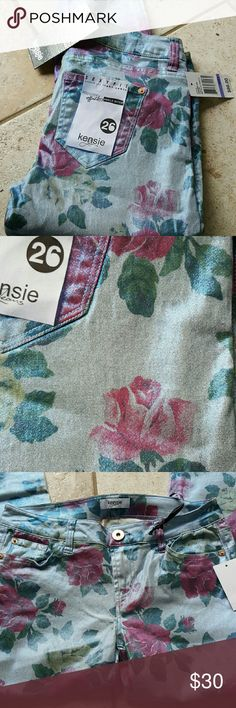 Kensie ankle biter floral jeans Brand new with tags. Kensie jeans metallic and floral printed narrow leg tight ankle jeans. Perfect condition. 98% cotton and 2% spandex. Kensie Jeans Skinny