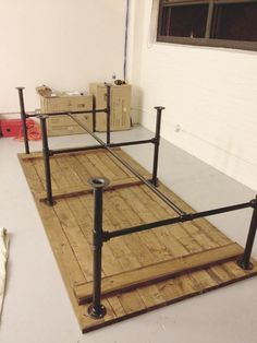 Pipe for legs and pallet wood for the top - perfect outdoor table (spray a clear…