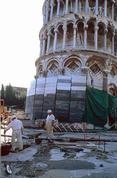 Work on Leaning Tower of Pisa
