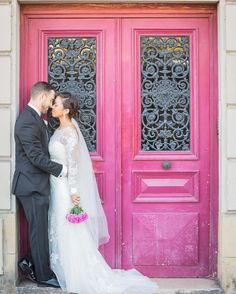 When you find the perfect backdrop for your wedding photos 💗 See more of this romantic #MelissaSweet lace gown + book your appointment at the link in our profile! #DavidsBridal Photo by @paris_photographer