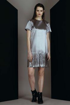 London Fashion Week Short Sleeve Dresses, Dresses With Sleeves, London Fashion, Catwalk, Shirt Dress, Shirts, Design, Shirtdress, Sleeve Dresses