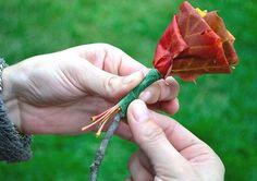 Binnenkort vallen de blaadjes weer van de bomen! Maak deze prachtige rozen van oude bladeren!
