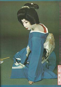 japan Japanese Geisha, Japanese Kimono, Japanese Art, Japanese Things, Old Photos, Vintage Photos, Japanese Costume, Maneki Neko, Vintage Fashion