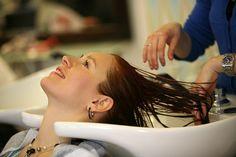 Fórmula, composición de un shampoo – Beneficios para el cabello http://www.gabinetedebelleza.com/consejos-utiles/formula-composicion-de-un-shampoo-beneficios-para-el-cabello.html