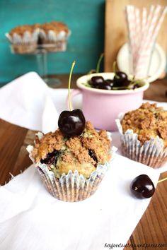 Ein Sonntag unter'm Kirschbaum: Rezept für Kirschmuffins mit Schokostreuseln