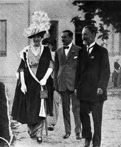 Ena con el marqués de Villaviciosa en el tiro de pichón, 1914.