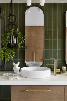 New bathroom green tile mirror 46 ideas Gold Interior, Bathroom Interior Design, Interior Decorating, Gold Bad, Fireclay Tile, Bathroom Trends, Bathroom Ideas, Deco Design, Design 24