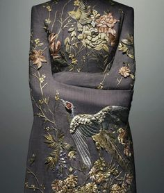 Alexander McQueen. S/S 2001.  wow - what work-human-ship. I wish the picture wasn't so TINY!! I want to see MORE.