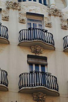 Casa Peris, Valencia - Modernisme Old Windows, Windows And Doors, Amazing Architecture, Architecture Art, All About Spain, Belle Epoque, Valencia City, Country Scenes, Art Nouveau