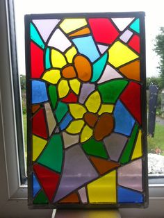 Daffodil stained glass panel to fit into oak wood lamp.