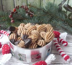 A karácsonyi aprósütemények sorát, folytassuk most egy puha, gesztenyés darabbal. A pathék, a kevert omlós tésztából készült édes teasütemé... Sponge Cake, Cake Cookies, Dog Food Recipes, Almond, Meat, Christmas, Winter, Bakken, Xmas