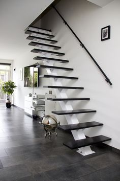 Home Stairs Design, House Gate Design, Railing Design, Home Room Design, Interior Stair Railing, Stair Decor, Cottage Stairs, House Stairs, Modern Stairs
