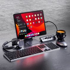 For using this portable work space with you need accessories for Apple iPad Gaming Computer, Computer Desk Setup, Gaming Room Setup, Pc Setup, Computer Gadgets, Gaming Rooms, Computer Desk Organization, Gamer Setup, Gaming Desktop