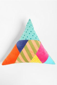 Driehoek kussen (Beci Orpin Triangle Pillow for urban outfitters) Triangles, Triangle Pillow, Geometric Pillow, Textiles, Cute Pillows, How To Make Pillows, Throw Cushions, Deco Design, Soft Furnishings