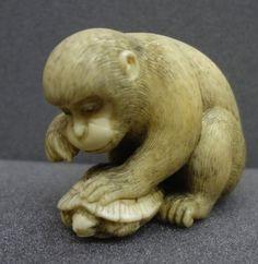 Monkey with tortoise. Japanese netsuke, made of ivory, by Okatomo 岡友