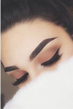 grunge makeup – Hair and beauty tips, tricks and tutorials Gold Eye Makeup, Edgy Makeup, Eye Makeup Steps, Makeup Eye Looks, Beautiful Eye Makeup, Eye Makeup Art, Smokey Eye Makeup, Cute Makeup, Skin Makeup