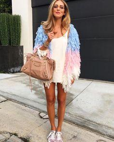 Chiara Ferragni wears a fancy cozy coat and a pair of aviator glasses! http://www.smartbuyglasses.co.uk/designer-eyeglasses/general/--Aviator---------------------