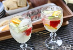 This White Wine Sangria recipe makes a delicious and refreshing cocktail perfect for summer entertaining or afternoons on the porch. Homemade Margarita Mix, Homemade Margaritas, Thanksgiving Sangria, Christmas Sangria, Apple Cider Sangria, Refreshing Summer Cocktails, Cocktail Drinks, White Wine Sangria, Sangria Recipes