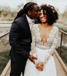 Beaming newlywed vibes and bridal style that's positively perfect ✨ Wedding inspiration is always fun, but photos like these are the ultimate goal. Double tap if you agree! Perfect Wedding, Dream Wedding, Wedding Day, Wedding Tips, Wedding Beauty, Wedding Planning, Wedding Ceremony, Budget Wedding, Wedding Sparklers