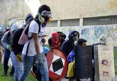 ¡Cambiamos todas las copas del mundo por nuestra LIBERTAD!  ¡Venezuela libre del castro comunismo chavista usurpador ilegal del poder!