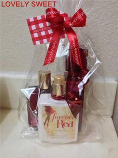 Bath & Body Works Forever Red Gift Set (Full-Sizes) Bath & Body Works http://smile.amazon.com/dp/B00GS86YWG/ref=cm_sw_r_pi_dp_KJzOub0M10MRY