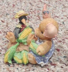 Enesco This Little Piggy 136492 Nothin Corny 'Bout You and & Me Figurine 1994